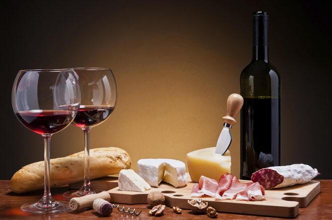 Uz jače meso najbolje ide crno vino, kao i uz jače sireve