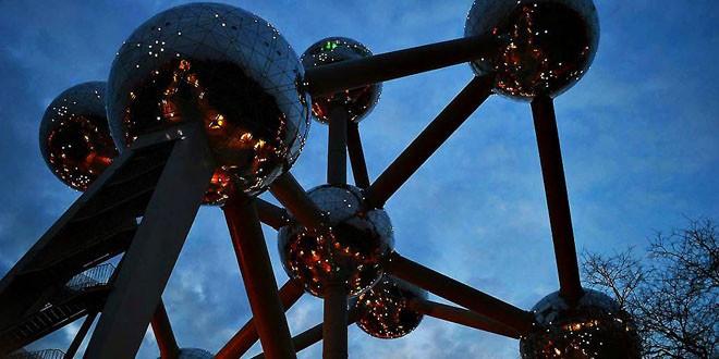 Najveća atrakcija prestonice Evropske unije DISKO KUGLE NAD BRISELOM