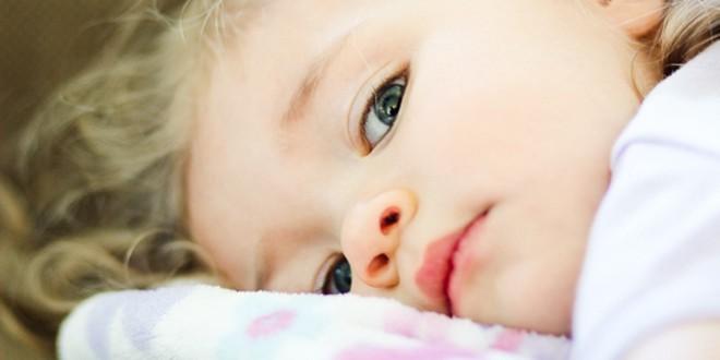 Dete ima visoku temperaturu preko leta KADA IĆI KOD LEKARA A KADA NE