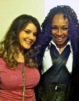 Teodora desno sa zvezdom Sledah Garet pevačicom i kompozitorkom hitova Majkla Džeksona