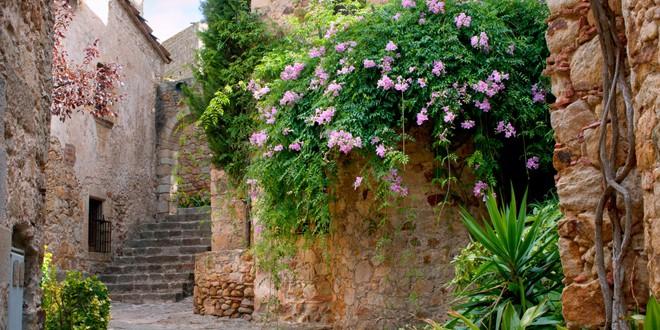 Najlepša antistres mesta na svetu SREDNJOVEKOVNI GRAD PERATALLADA U ŠPANIJI