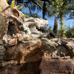 Gorski kristali i fosili dinosaurusa iznad đakuzija