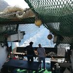 Roštiljanje na brodu Makarski Jadran